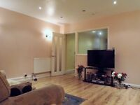 2 mins away from Whitechapel station!! Lovely double room in a stunning flat!