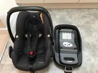 Maxi-Cosi Pebble Baby car seat & FamilyFix ISOfix base