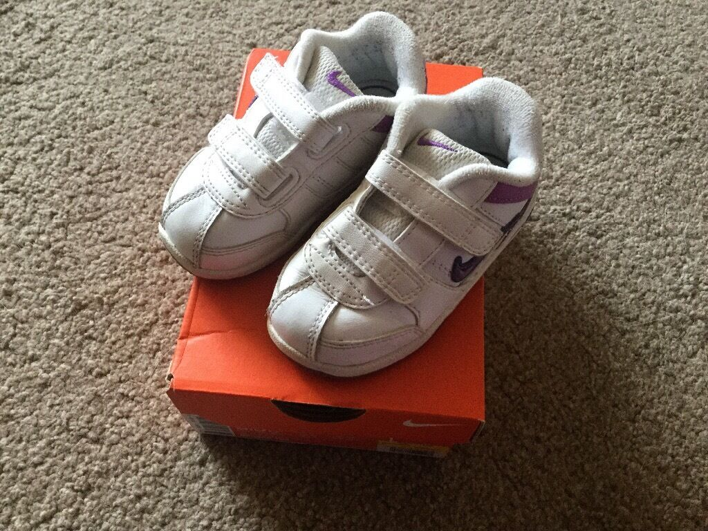 Nike Trainers white/purple. Size C6. Good condition.