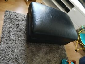 Black leather foot stool exe condition BARGAIN