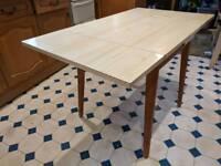 Retro table (Formica)