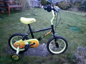 BOYS APOLLO CLAWS BIKE WITH STABILIZERS in excellent condition