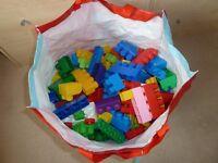 Lego mega blocks x 246 pieces