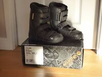 ROSSIGNOL CRUMB SNOWBOARD BOOTS - UK SIZE 4/US SIZE 5