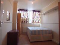 >>> SPACIOUS DOUBLE ROOM AVAILABLE NEAR STRATFORD <<<