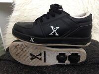 Black size 4 heelies
