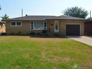 $245,000 - Raised Bungalow for sale in Leamington