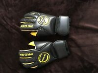 Goalkeepers Gloves ProSK 10.5