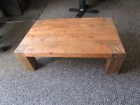 NEW BESPOKE HAND MADE SOLID WOOD RUSTIC COFFEE TABLE. 33ins X 21ins X 10ins TALL,