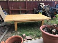 Free Extendable Oak coffee table