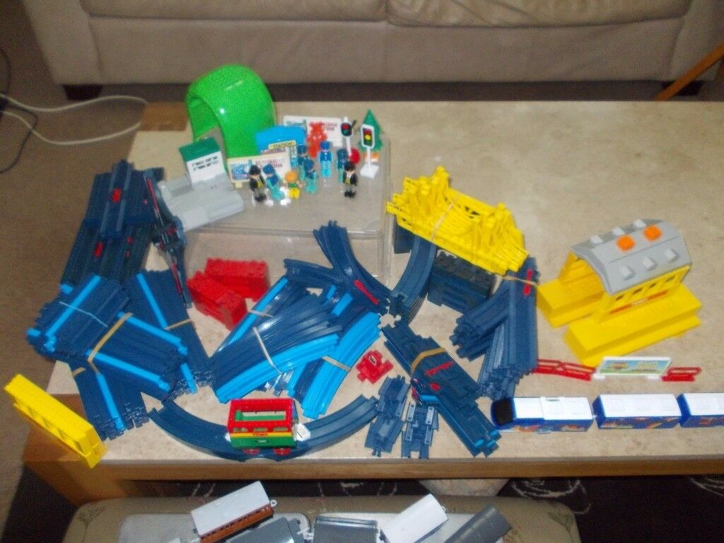 TOMY TRAIN SET IN USED CONDITION BATTERY OPERATED