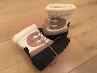 Trespass Snowboots. Size 6.
