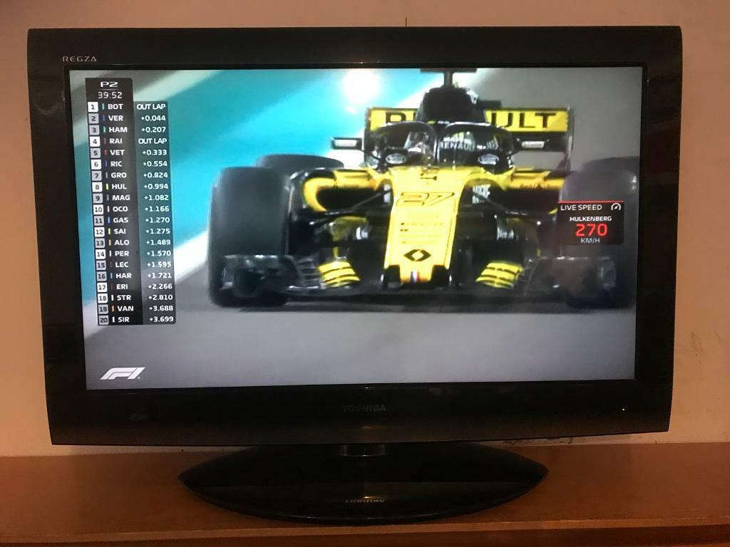 """Toshiba 32"""" led lcd tv with HD freeview usb multi media player hdmi's  remote like new no problems 