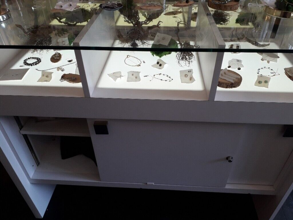 20 Bespoke display cabinets in white for sale   Gumtree