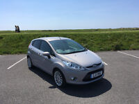 VERY HIGH SPEC AUTOMATIC 2011 FORD FIESTA WITH FULL SERVICE HISTORY & 12 MONTHS MOT
