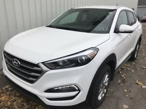 2017 Hyundai Tucson Premium SAVE THOUSANDS OFF THIS LIKE-NEW PRE