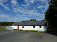 Welsh Long Cottage - One huge bedroom - sleeps 2 - Central Anglesey