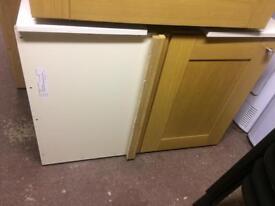 Kitchen base unit with under storage
