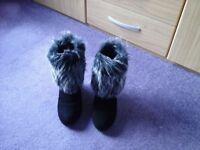 "Kurt Geiger Carvela Black 3"" Wedge Heels Ankle Boots with Grey Fur Cuffed Trim size 5"
