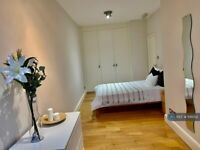 2 bedroom flat in Oval Mansions, London, SE11 (2 bed) (#1141022)