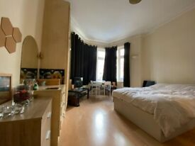 ** Bright and spacious studio flat, Cricklewood, NW2 **
