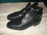 LADIES BLACK LEATHER ANKLE BOOTS SIZE 4 1/2(M/Spencers)