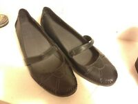 New marks and spencer shoes size 8 1/2 wide ladies (worn once)