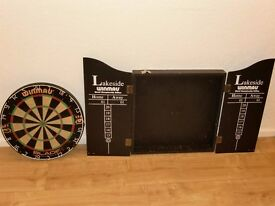 Winmau dartboard and case