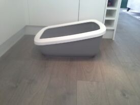 Large cat litter tray and accessories
