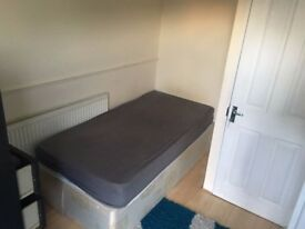 Summer is coming!!Single room with private balcony close to Canary Wharf