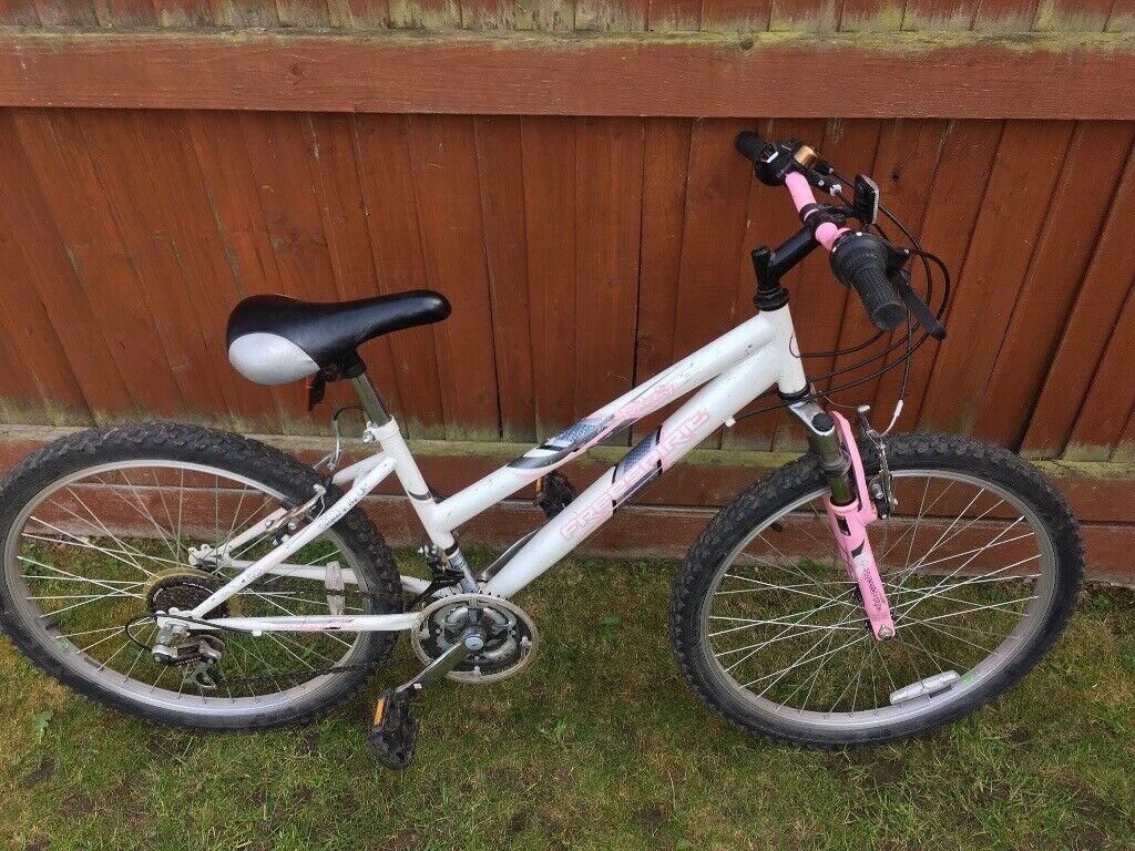 Girls Bike Approx 24 Inch Wheels In Beeston Nottinghamshire