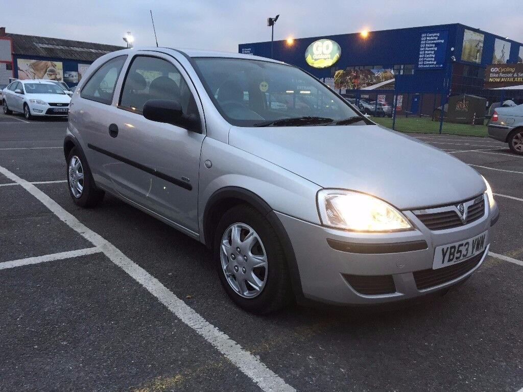 2004 Vauxhall corsa 1.2 petrol 3 Dr Silver