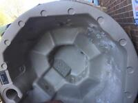 Beautiful Round Hot Tub 13A - Ex Garden Centre display model - deliver by Hi Ab