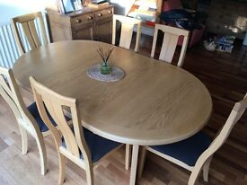Beautiful light oak extendable dining table by Skovby (Danish Design)