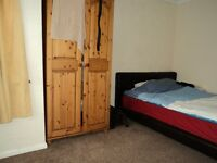 VERY CLEAN DOUBLE BED ROOM, CLOSE TO ALL AMENITIES, 5 MINS TO BRIMSDOWN STATION, £120 PER WEEK