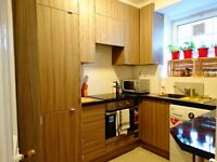 BRIGHT DOUBLE ROOM IN A UPDATED NEW BRAND FLAT