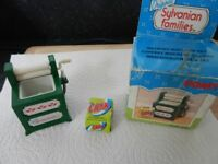 Sylvanian Vintage Toby Washing Machine Set Complete with Box and Washing Powder will post for £3.00