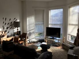 L17 Large sunny first floor flat in Brompton Avenue
