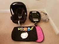 Maxi-Cosi Cabriofix Gr0+ car seat black and Easyfix Isofix base + Accessories