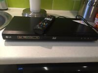 LG BD670 3D-Capable Blu-ray Disc™ Player with Smart TV and Wireless Connectivity