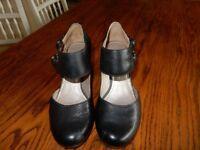 Ladies Clarks Black Leather Court Shoe Size 6