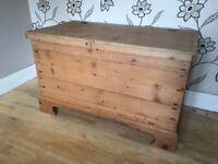 LARGE PINE STORAGE CHEST/TRUNK/TOY BOX
