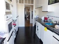 Vivian Avenue, Hendon - 5 Bed flat in mansion block above shops close to Hendon Central Tube