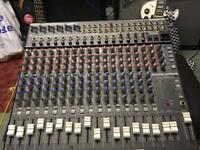 16 channel mixer Mackie