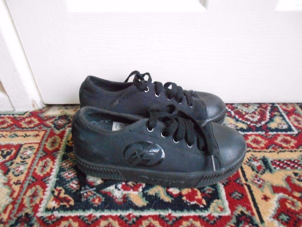 a pair of heelys, UK size 2. £3-.