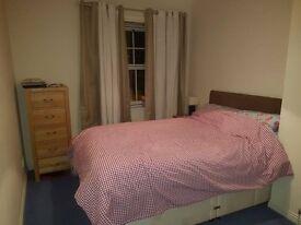Double room, bathroom & garage in 2-bed flat, Edinburgh city centre