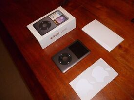 iPod classic 160 GB in black absolutely mint in box £185