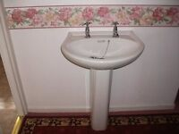 White Wash hand basin with pedestal excelent condition.