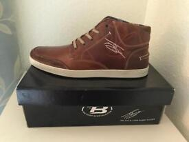Men's leather trainers.