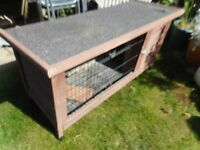 Rabbit hutch with lift up lid
